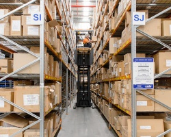 narrow-aisle-pallet-racking-a_1087420792