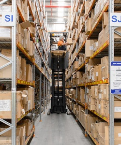 narrow-aisle-pallet-racking-a